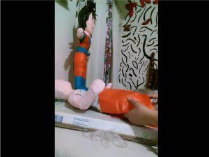 Como hacer piñatas de goku 6