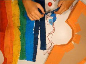 como hacer piñatas con tiras de carton 14