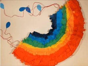como hacer piñatas con tiras de carton 15