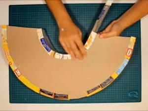 como hacer piñatas con tiras de carton 8