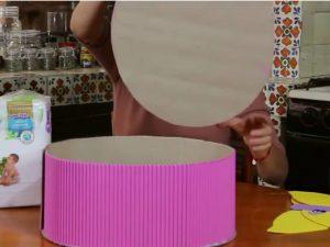 como hacer piñatas de carton corrugado 6