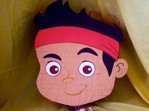 como hacer piñatas de jake y los piratas 11