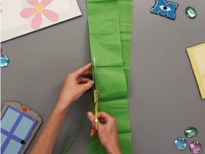 como hacer piñatas de monster inc 8