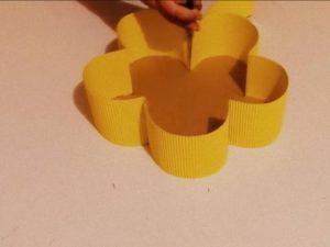 como hacer piñatas en forma de flor 7