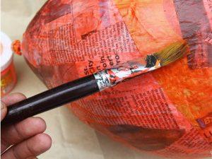 como hacer una piñata facil 6