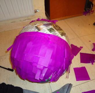 ¿Qué pasa si no tienes un periódico para hacer una piñata?